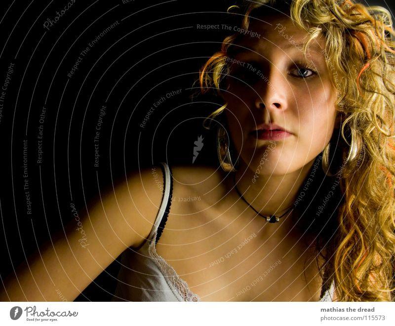 Meine Kleine Schwester Oberkörper Kinn lang blond Wimpern Wange Licht Hälfte Frau Top weiß schwarz rein schön Sauberkeit Kopf Hals Brust Haare & Frisuren