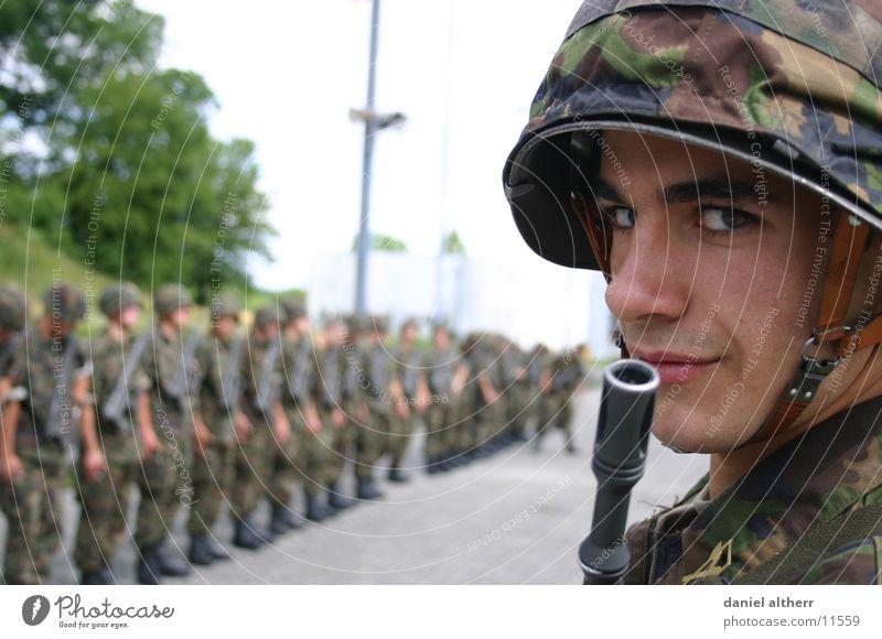 Portrait eines Soldaten Mann Geschwindigkeit verstecken Phallussymbol