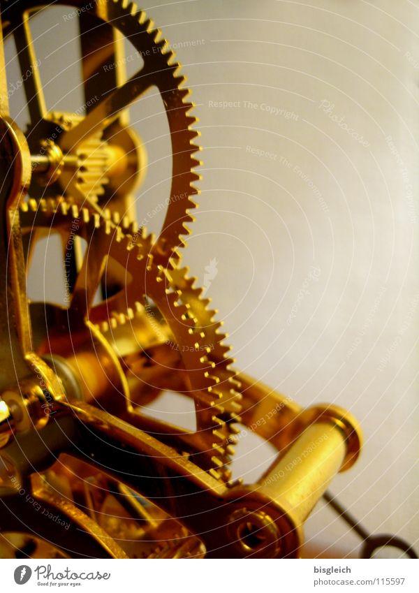 Uhrwerk I Farbfoto Gedeckte Farben Nahaufnahme Detailaufnahme Makroaufnahme Textfreiraum rechts Kunstlicht Schwache Tiefenschärfe schön Technik & Technologie