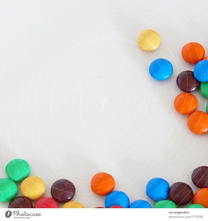 frohes fest! Schokolade Schokolinsen rot gelb grün Überzug Zucker dünn Süßwaren weiß Tisch mehrfarbig Ernährung Pause klein Erinnerung Dekoration & Verzierung