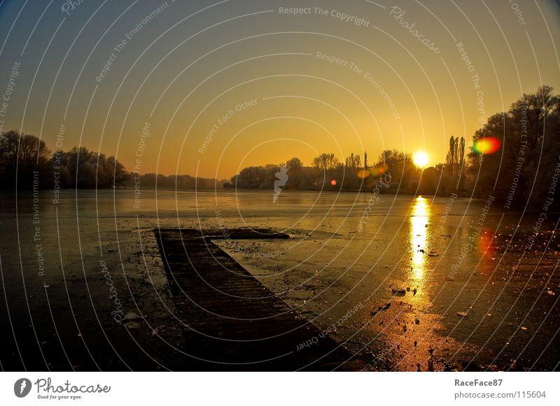 Der Sonner hinterher Winter Sonnenuntergang Steg Wintertag Dämmerung Reflexion & Spiegelung gefroren Eis