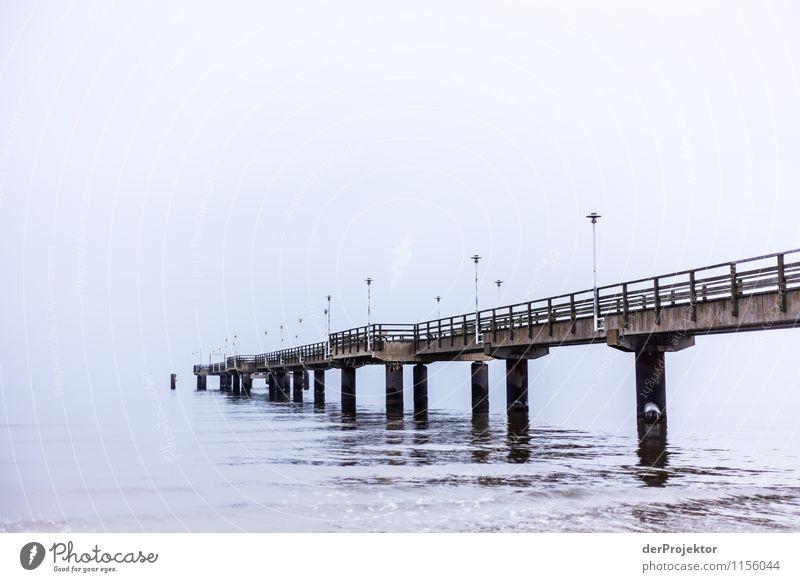Das führt doch zu nix... Ferien & Urlaub & Reisen Traurigkeit Gefühle Tod Luft Tourismus trist Verkehr wandern Ausflug Brücke Trauer Fernweh Denkmal Wahrzeichen