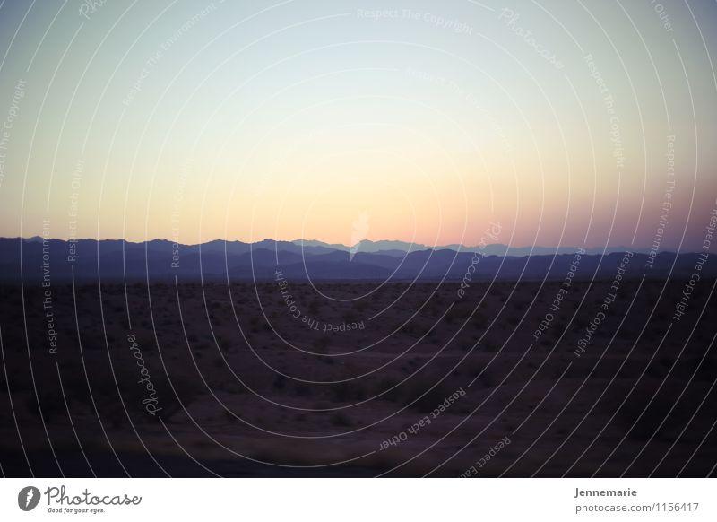 Wüste Himmel Ferien & Urlaub & Reisen Sommer Einsamkeit Landschaft ruhig Umwelt Berge u. Gebirge Sand Horizont Zufriedenheit Erde