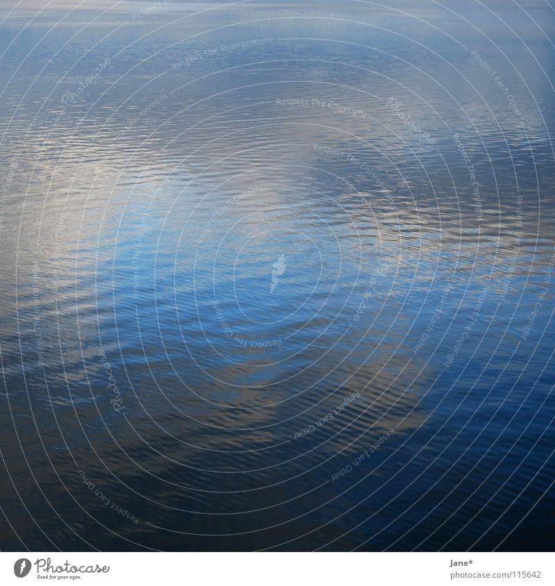 a lake of colour Wasser Himmel Meer blau Winter ruhig Wolken Ferne Farbe kalt See Quadrat Mittelformat