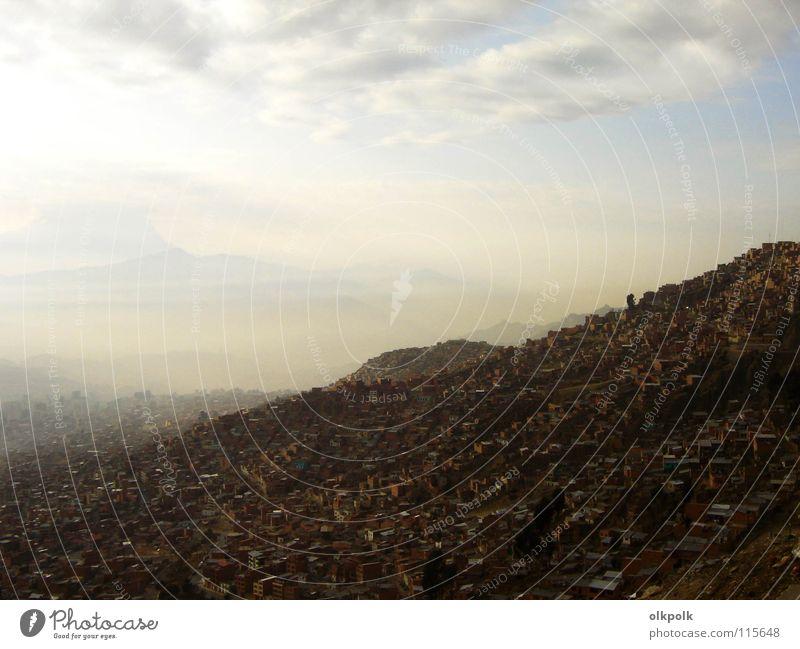 Te extraño niña Himmel Haus Wolken Straße Berge u. Gebirge Luft braun dreckig Arme Nebel Spanien himmlisch Parkdeck Südamerika Bolivien Südamerikaner
