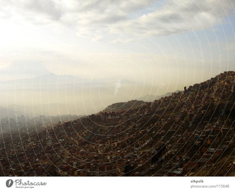 Te extraño niña La Paz Morgen Haus Nebel braun Wolken dreckig Luft Bolivien Südamerika himmlisch am Morgen Arme Berge u. Gebirge Dunstglocke Himmel Parkdeck