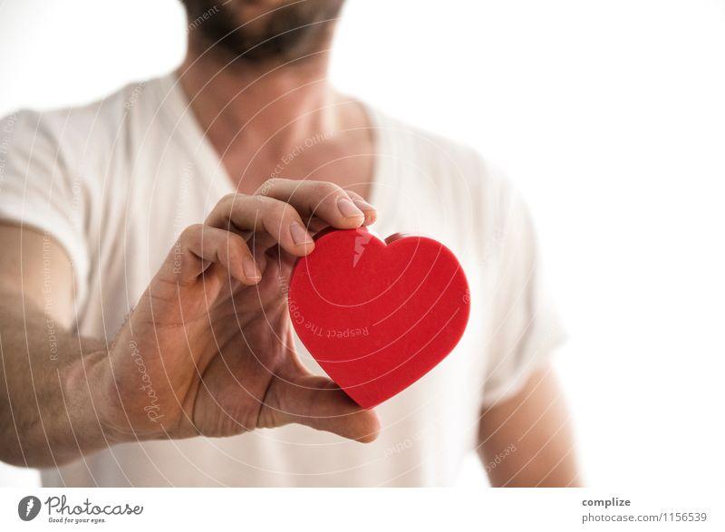 Mann mit Herz Gesunde Ernährung Erwachsene Liebe Gesundheit Glück Familie & Verwandtschaft Paar Zusammensein maskulin Körper Sex Fitness Romantik sportlich
