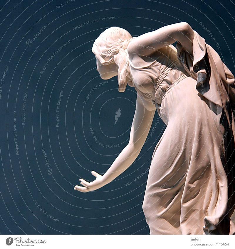Kugelspielerin Frau blau schön Hand Erwachsene Bewegung Spielen Kunst elegant Tanzen Kultur Kleid Gemälde Bauernhof Skulptur Kugel