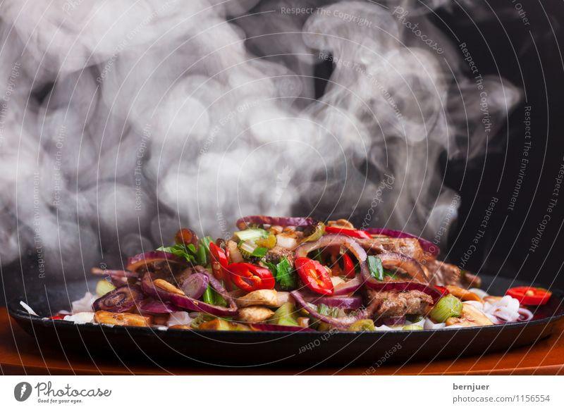 Sizzler weiß schwarz Foodfotografie Lebensmittel frisch Kochen & Garen & Backen Gemüse gut Fleisch Abendessen Nudeln Thailand Wasserdampf Chili Billig Zwiebel