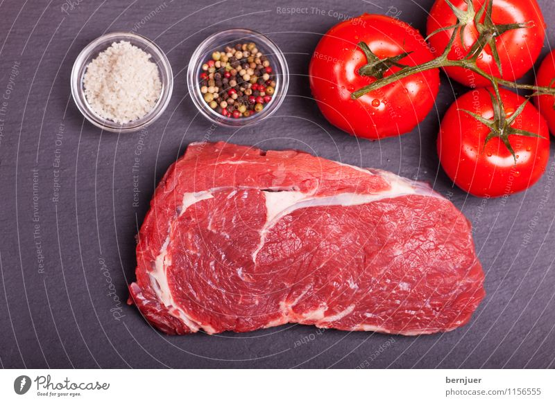 Schiefersteak Foodfotografie Lebensmittel frisch Kräuter & Gewürze Gemüse lecker gut Bioprodukte Fleisch Fett Tomate Pfeffer Salz roh Steak Vorbereitung