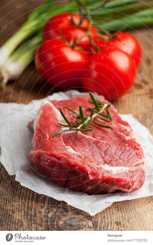 Für Rosemarie Lebensmittel Fleisch Gemüse Kräuter & Gewürze Ernährung Bioprodukte gut lecker braun rot Rinderlende Rindersteak Steak roh Tomate Frühlingszwiebel