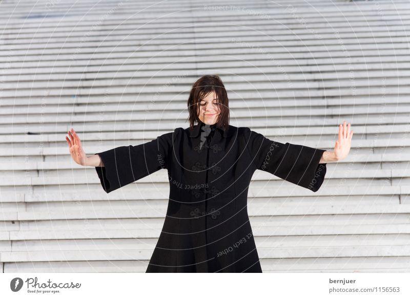 Abstand Mensch Frau Jugendliche Junge Frau Hand 18-30 Jahre schwarz Erwachsene feminin Stil außergewöhnlich Mode stehen Arme ästhetisch einzeln