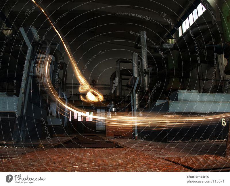 Dynamische Lichter Langzeitbelichtung Experiment Maschinenhaus Leuchtspur Industriefotografie Dynamik