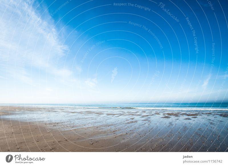 meeresstille. Tourismus Ausflug Strand Meer Wellen Umwelt Natur Landschaft Urelemente Himmel Wolken Horizont Frühling Schönes Wetter Küste Atlantik