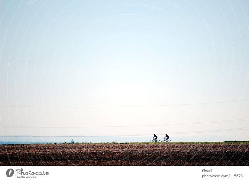 2 PS Mensch Natur Ferien & Urlaub & Reisen Herbst Bewegung 2 Horizont Erde Zusammensein Fahrrad Feld Ausflug fahren Güterverkehr & Logistik Landwirtschaft Fahrradfahren