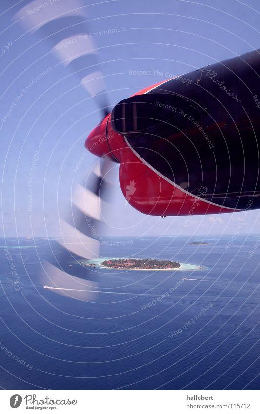 Malediven von oben 02 Meer Ferien & Urlaub & Reisen Trauminsel Flugzeug Wolken über den Wolken Triebwerke Propeller Himmel Luftverkehr Insel traumurlaub