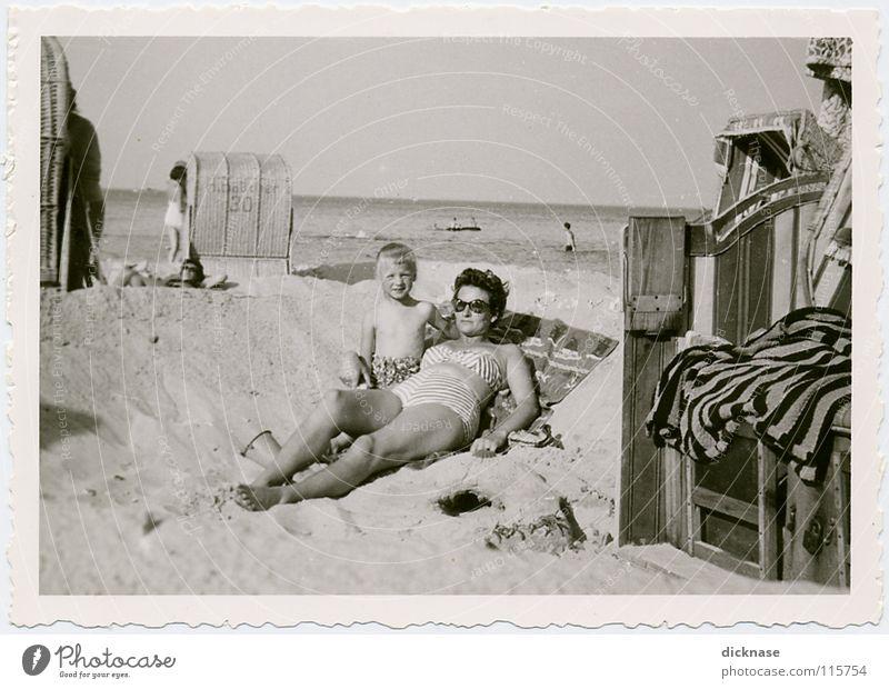 """Früher...Vol.04 """" IM URLAUB™ """" Mädchen Meer Sommer Freude Strand Ferien & Urlaub & Reisen Erholung Spielen Sand Insel Poel Aussicht Streifen Lautsprecher"""
