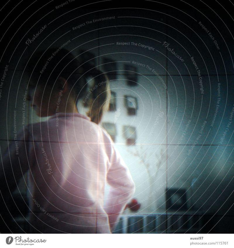 Lichtschacht Mädchen Unschärfe schemenhaft Raster Muster Fototechnik Kind Lichtschachtsucher zweiäugig Reflexion & Spiegelung Sucher