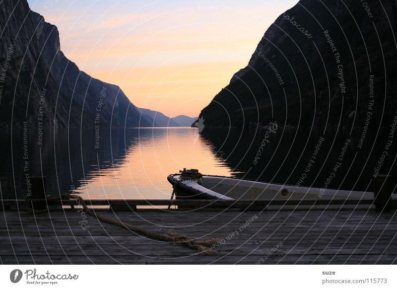 Fjord ruhig Ferien & Urlaub & Reisen Tourismus Freiheit Meer Berge u. Gebirge Umwelt Natur Landschaft Wasser Bootsfahrt Fischerboot Ruderboot natürlich