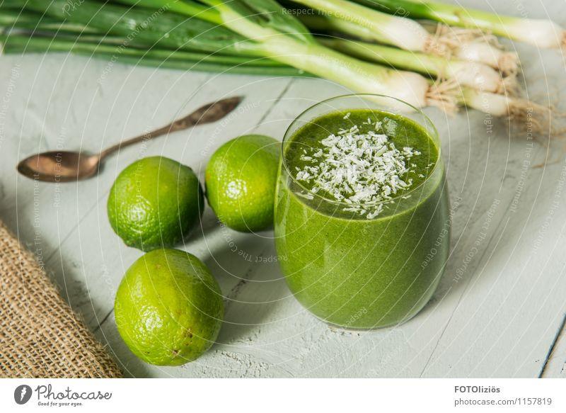 Grüne Power Lebensmittel Gemüse Frucht Milchshake Kokosnuss Limone Porree Ernährung Bioprodukte Vegetarische Ernährung Diät Fasten Getränk trinken