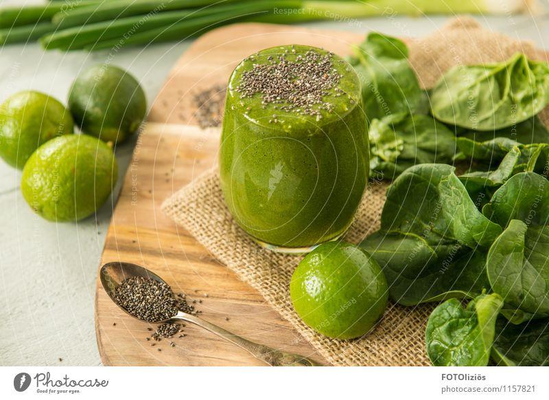 Grünes Wunder Lebensmittel Gemüse Salat Salatbeilage Porree Ernährung Bioprodukte Vegetarische Ernährung Fasten Getränk trinken Saft Milchshake Spinat Limone
