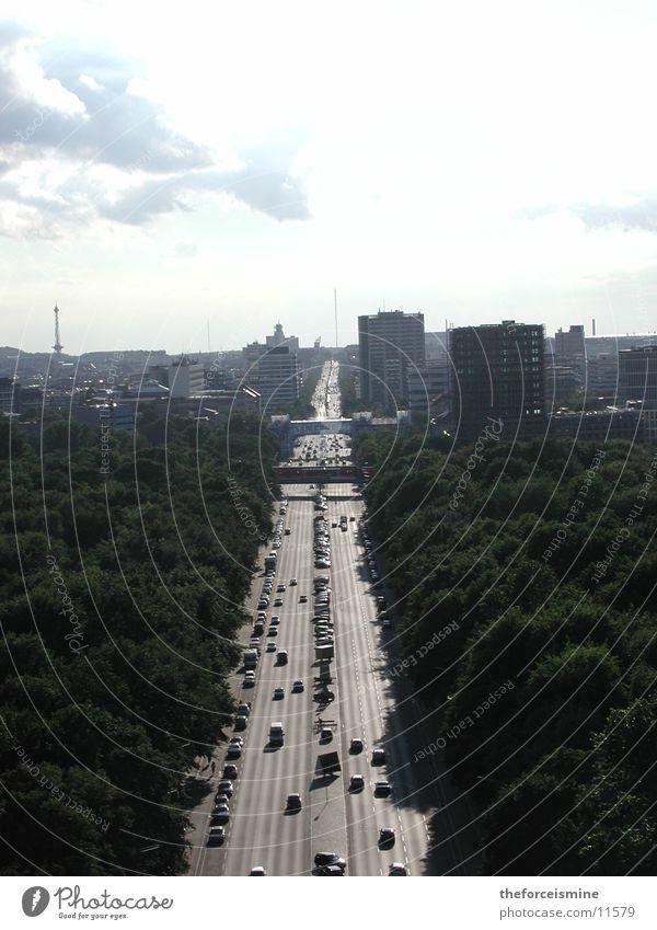 bekannte berliner Strasse Straße Berlin Verkehr Tiergarten Straße des 17. Juni