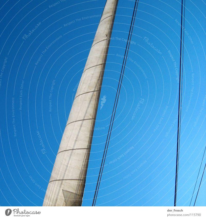 ahoi I Segeln Wasserfahrzeug Gegenlicht weiß Fernweh Schifffahrt Ahoi Sport Spielen Himmel Strommast segeltuch Seil Wind blau Linie klüver außenklüver