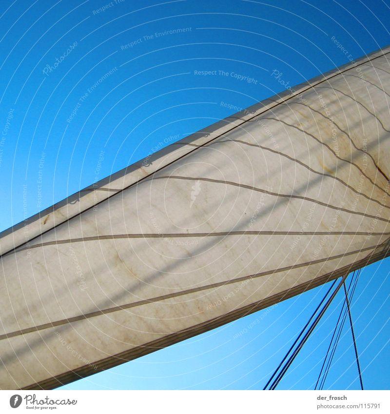 ahoi II Segeln Wasserfahrzeug Gegenlicht weiß Fernweh Schifffahrt Ahoi Himmel Wassersport Strommast segeltuch Seil Wind blau Linie klüver außenklüver