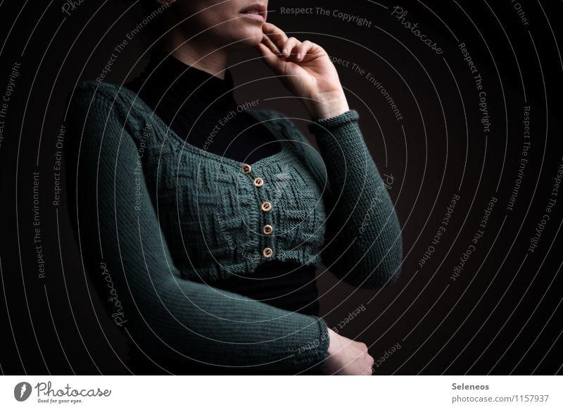 zugeknöpft Mensch feminin Frau Erwachsene Brust Arme Hand Finger 1 Mode Bekleidung Denken Wärme weich stricken Strickjacke Knöpfe Handarbeit Muster Farbfoto