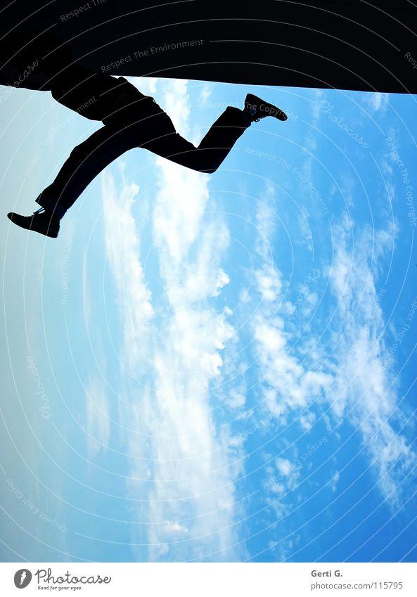 skywalker Mann strampeln zappeln Joggen beweglich Turner Turnen Wolken schlechtes Wetter himmelblau himmlisch schwarz Schatten Silhouette dunkel Spagat springen