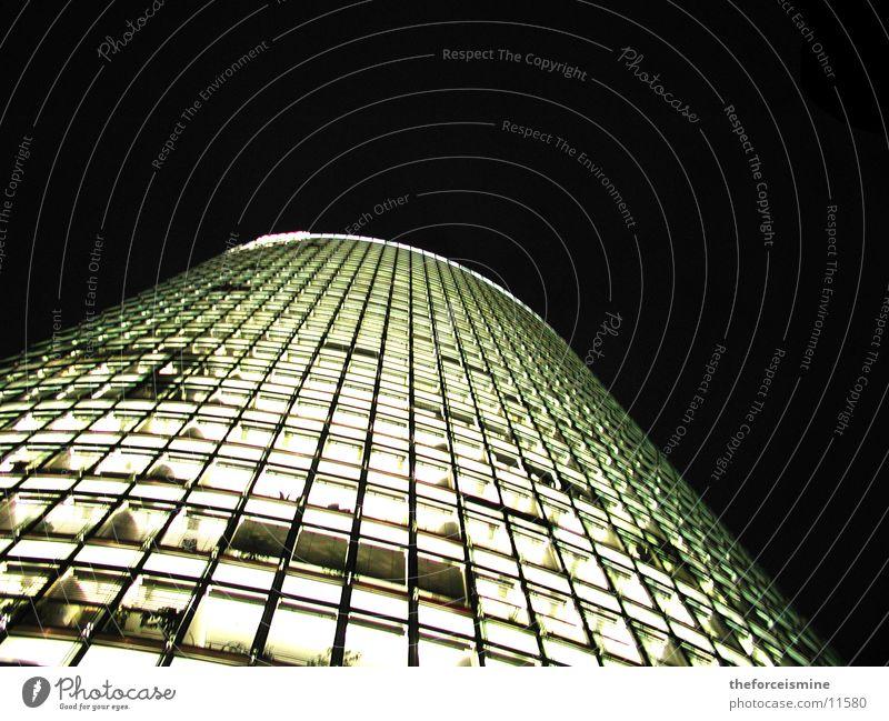 Bahntower Potsdamer Platz Nacht Hochhaus Beleuchtung Glasfassade Architektur helle Fenster
