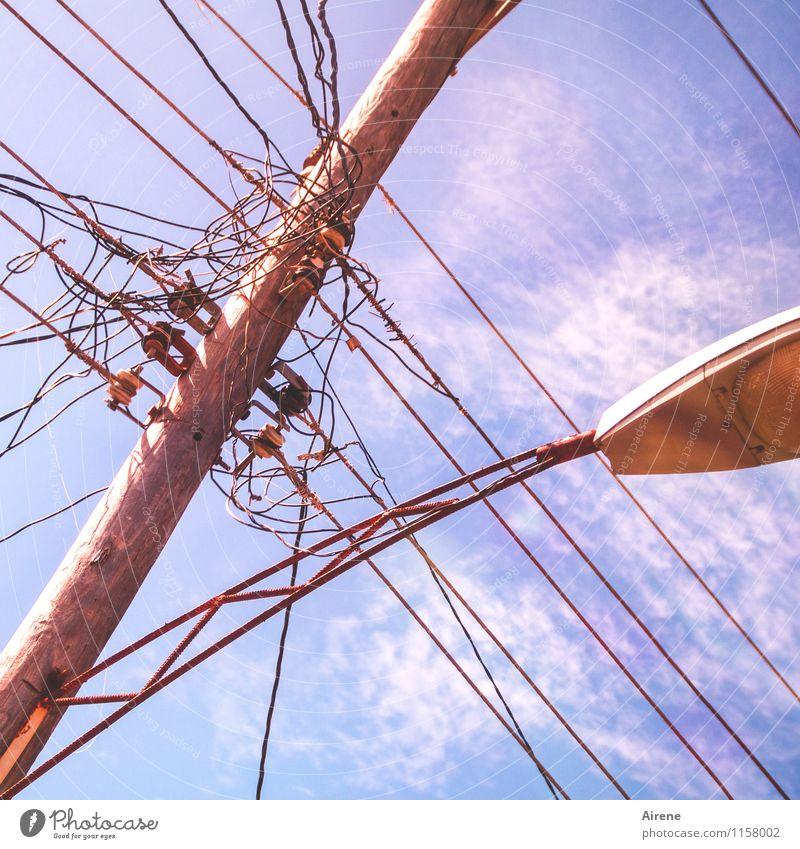 verbandelt Kabel Technik & Technologie Telekommunikation Energiewirtschaft Draht Strommast Elektrizität Telefonmast Lampe straßenlamp Straßenbeleuchtung Holz