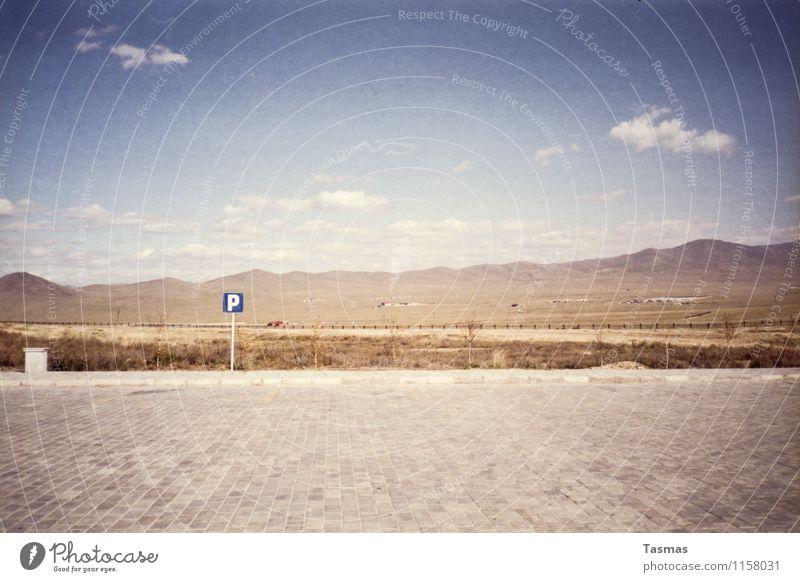 [P] Landschaft Urelemente Erde Sand Himmel Wolken Hügel Berge u. Gebirge Zeichen Schriftzeichen Schilder & Markierungen Beginn Parkplatz Platz Mongolei Wüste