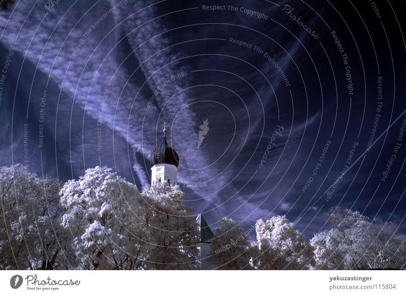 Merry Christmas... Infrarotaufnahme Farbinfrarot weiß Wolken Baum Cirrus Kondensstreifen Langzeitbelichtung Farbe blau Religion & Glaube Schnee