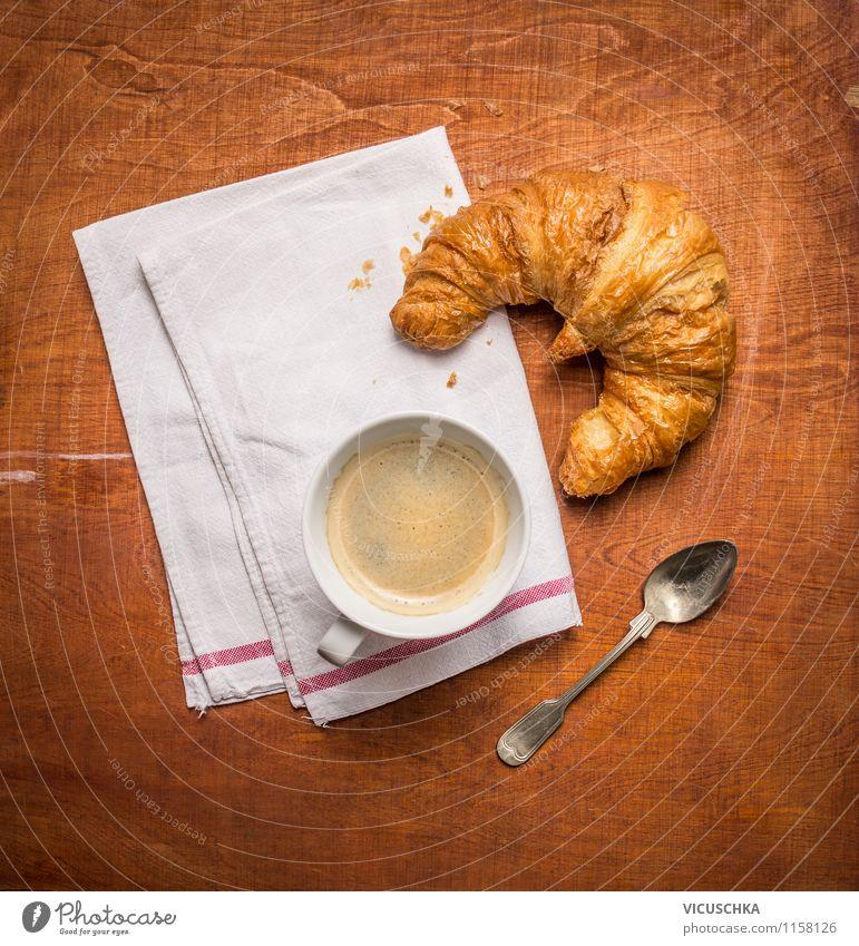Frühstück mit Kaffee und Croissant Leben Stil Essen Foodfotografie Lebensmittel Design Ernährung Tisch Getränk Café Dessert Tasse Backwaren altehrwürdig