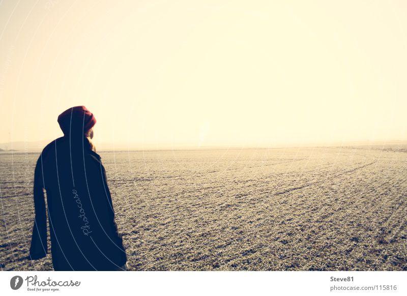 Blick Ans Ende der Welt Sonne Winter Einsamkeit Ferne kalt Horizont Feld Rücken Perspektive Trauer Verzweiflung Flur ungewiss