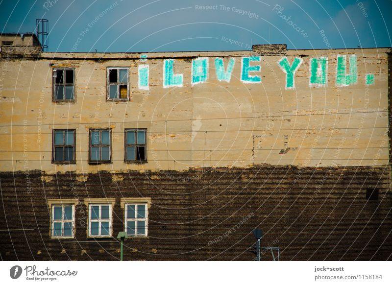 wetter i love you... Typographie Straßenkunst Wolkenloser Himmel Friedrichshain Haus Fassade Fenster Brandmauer Wort alt authentisch groß einzigartig positiv