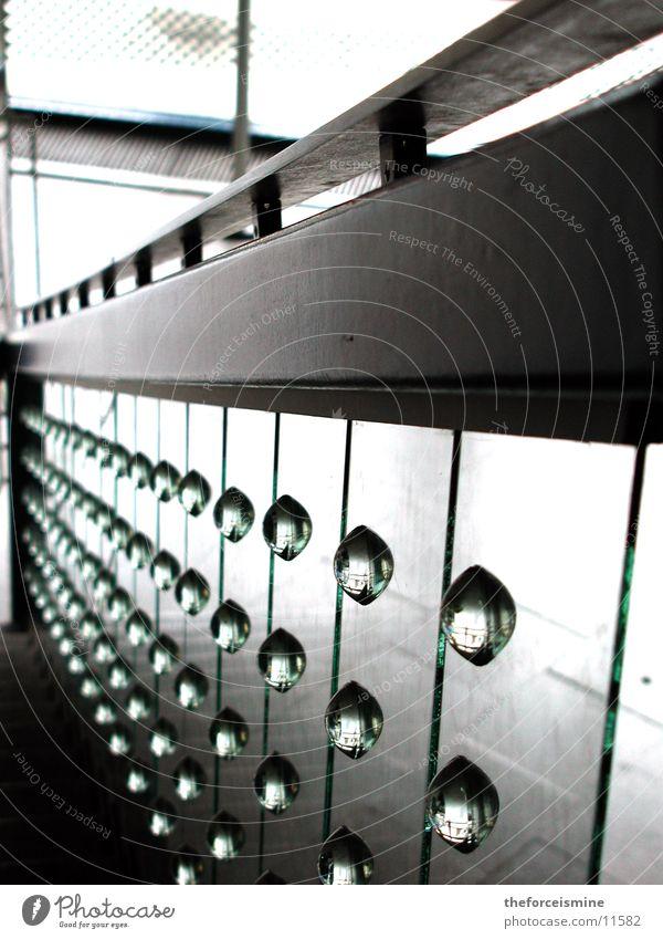 Treppengeländer Glaskugel Glasscheibe Architektur hell