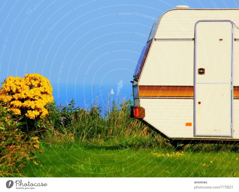 Kontrastprogramm Sommer Ferien & Urlaub & Reisen Camping Meer Wasserfahrzeug Frankreich Bretagne Erholung Wohnwagen ruhig