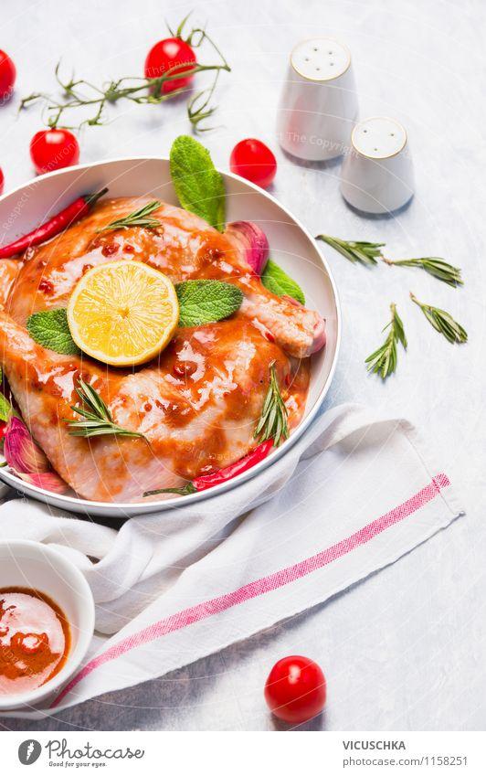 Hähnchen mit Tomaten, Zitrone und Salbei Gesunde Ernährung Haus gelb Leben Stil Lebensmittel Design Tisch Ernährung Kräuter & Gewürze Küche Fisch Gemüse Bioprodukte Grillen Teller