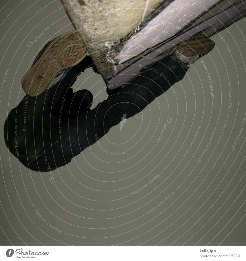 halt dich an deiner liebe fest Le Parkour Plattenbau Haus Mieter Selbstmörder springen Freestyle Aktion Himmel Limit Surfer Luft Klettern Fassade Freeclimber