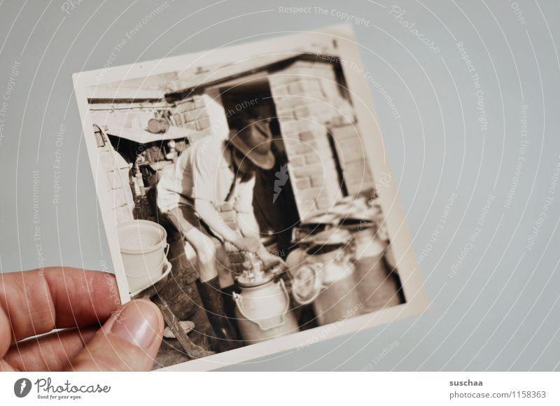 echte cowboys melken auch ... Fotografie alt analog Familienalbum Schwarzweißfoto Hand Finger Junger Mann Arbeit & Erwerbstätigkeit Melkmaschinen Landwirtschaft