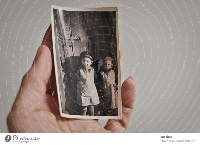 altes foto Hand Mädchen Junge Fotografie Finger analog Erinnerung