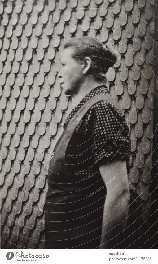 oma bertha (von der seite) Frau Weiblicher Senior Großmutter alt Wand Schwarzweißfoto Erinnerung Familienalbum