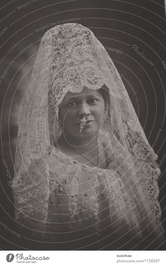 johanna II Frau alt Gesicht analog Spitze altmodisch Tracht