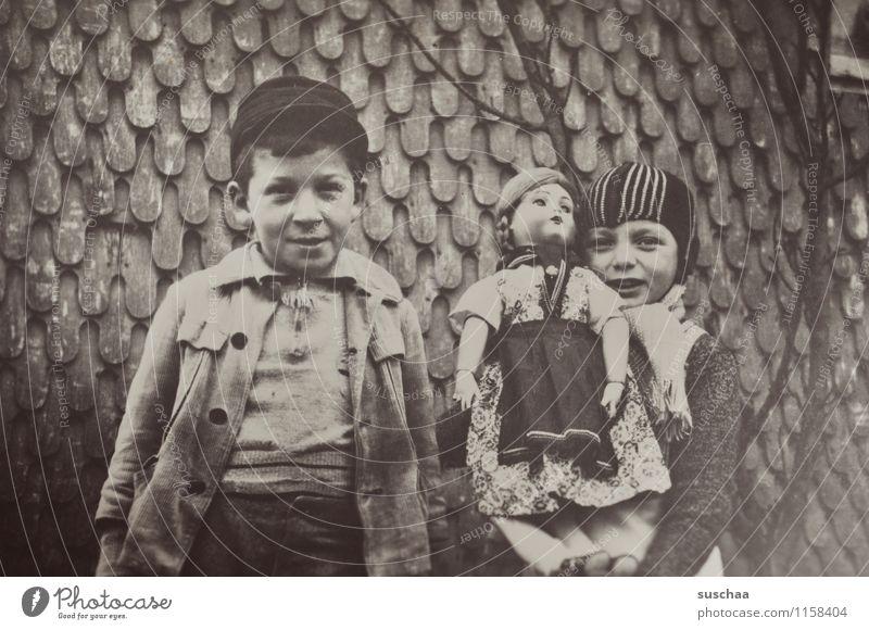 gertrud und karl-hans II Fotografie alt analoge Fotografie Schwarzweißfoto Vorkriegszeit Erinnerung Familienalbum Junge Mädchen Puppe