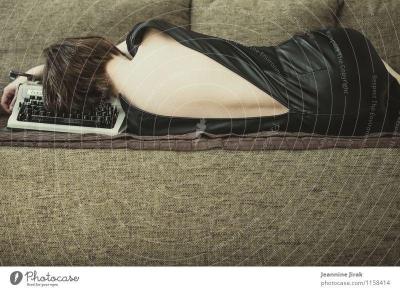 Homeoffice II Mensch Frau Jugendliche Erholung Einsamkeit Erotik ruhig 18-30 Jahre schwarz Erwachsene feminin braun liegen Haut Rücken Kommunizieren