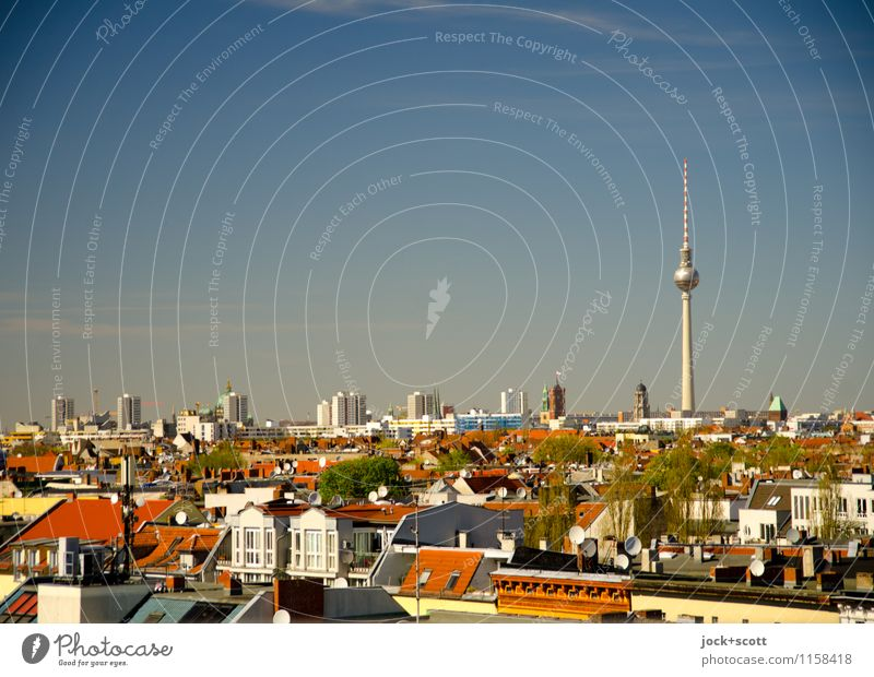 Postkarte aus Berlin Dach Frühling Schönes Wetter Neukölln Hauptstadt Stadtzentrum Wahrzeichen Berliner Fernsehturm Ferne viele authentisch Horizont Stadtteil