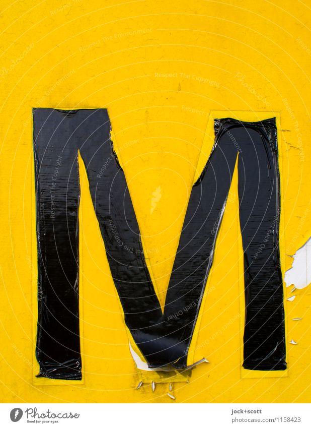 das gelbe M Typographie Folie Schilder & Markierungen Großbuchstabe authentisch einfach glänzend retro Wahrheit Ausdauer Symmetrie Vergänglichkeit verwittert