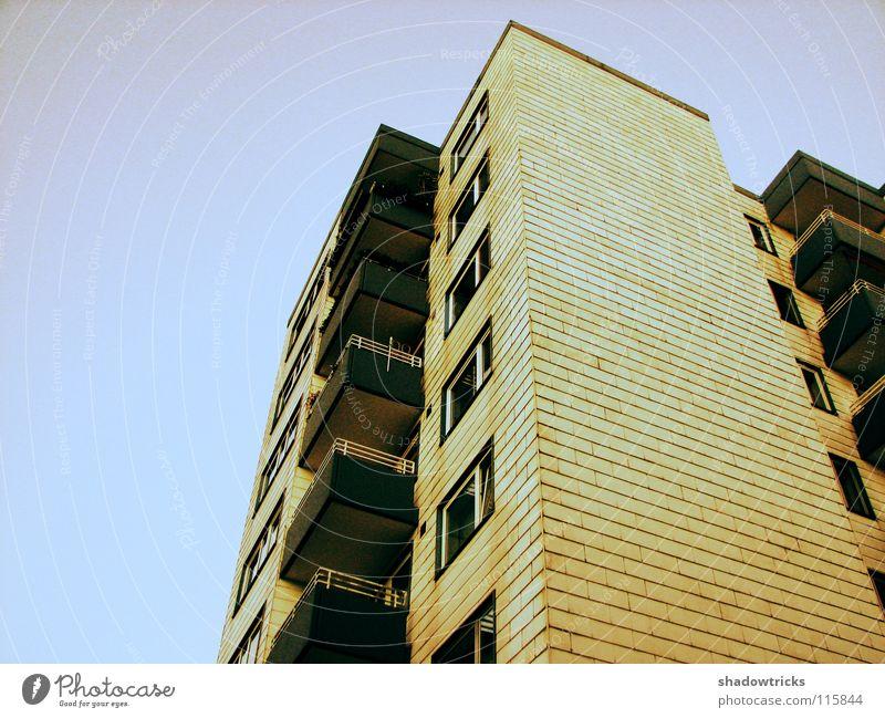 Plattenbau 1 Himmel weiß Farbe Fenster Architektur Wohnung Tür Armut Häusliches Leben Balkon Etage zyan Block Plattenbau Cross Processing Lebensraum